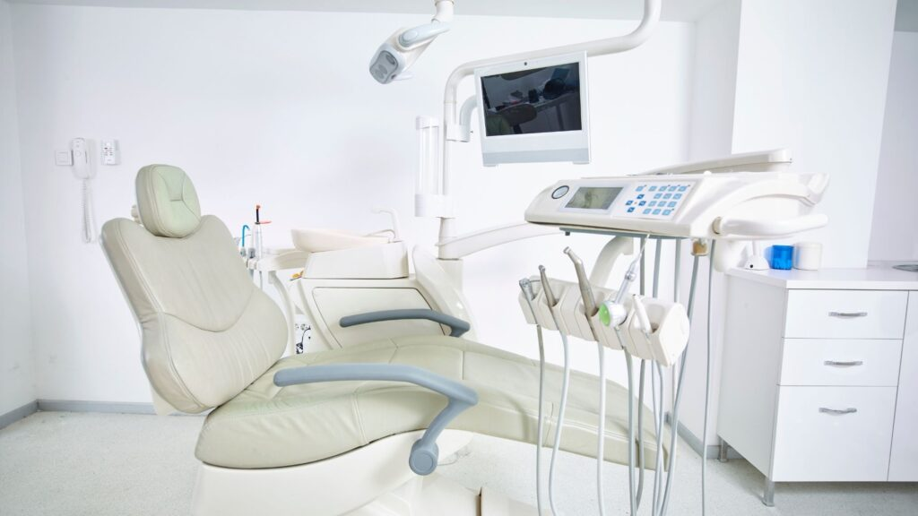 How Do I Find An Experienced Periodontist Near Me?